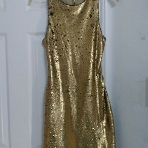 Dresses & Skirts - Gold sequined dress